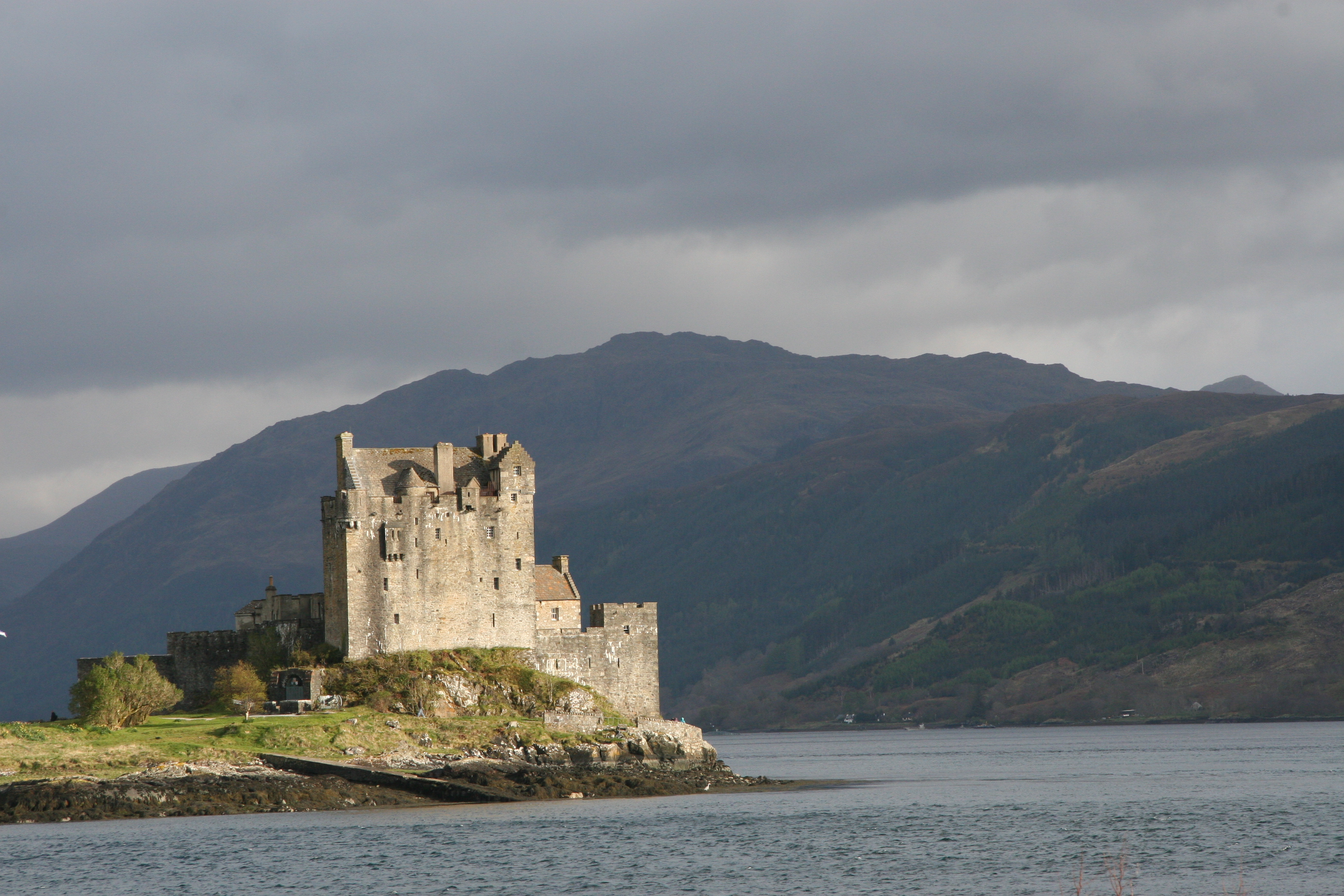 Eilean Donan Castle en route to the Isle of Skye, Skye White House, beautiful things to see
